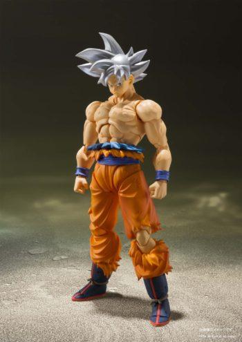Son Goku Ultra Instinct SH Figuarts Pose 1